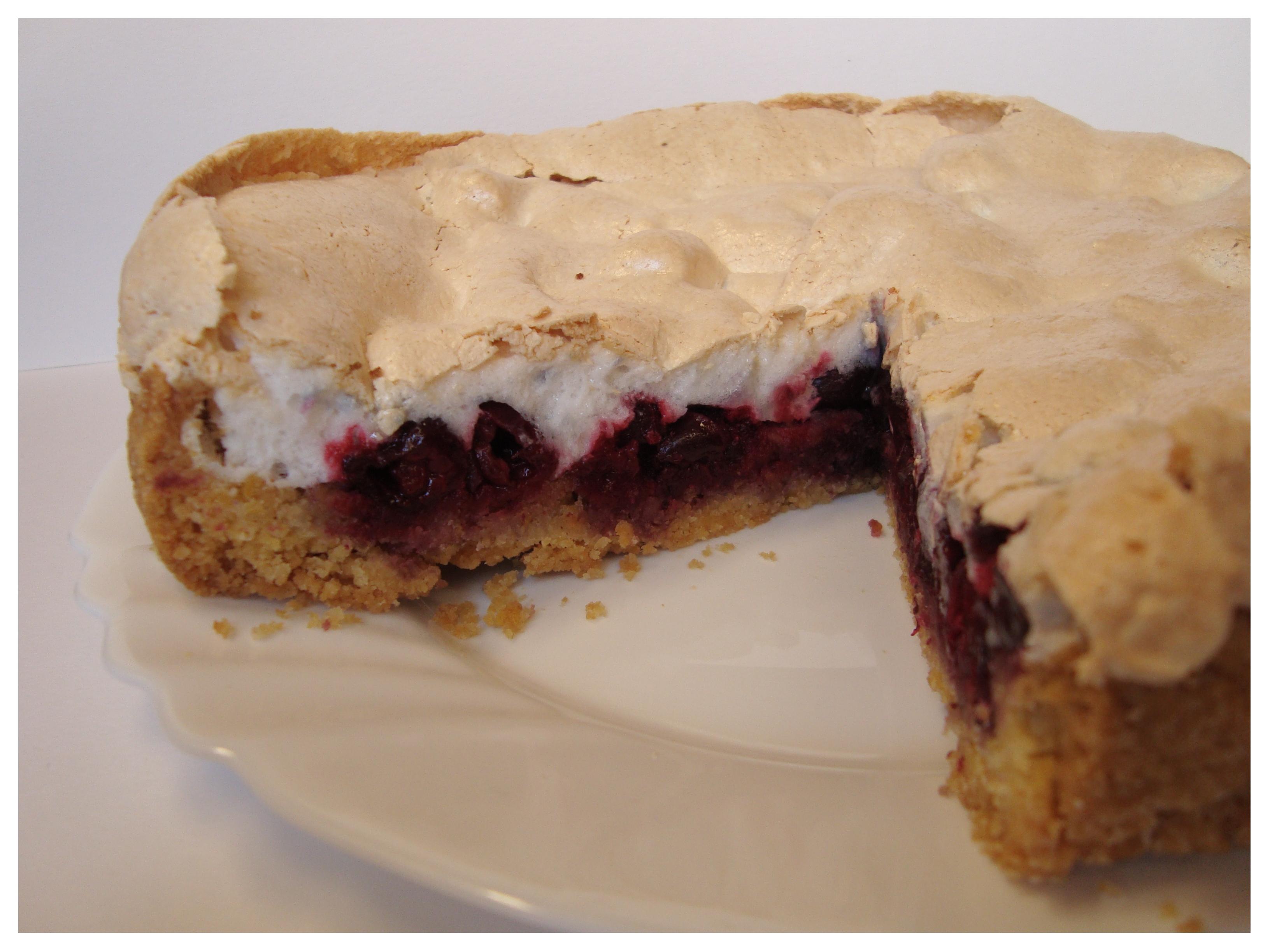 Vyšnių pyragas su morengų sluoksniu